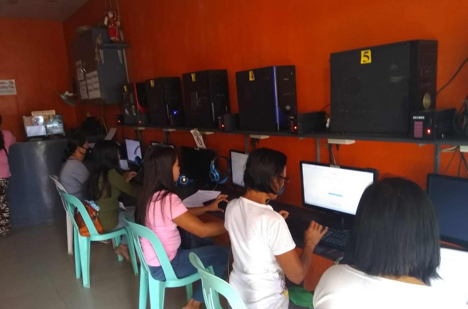 Empowering mothers from Banga, Aklan through Digital Literacy – Philippines
